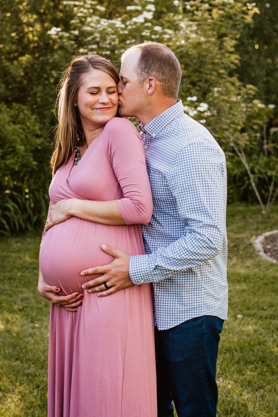 Maternity photographer in Appleton by daphodil photo & film